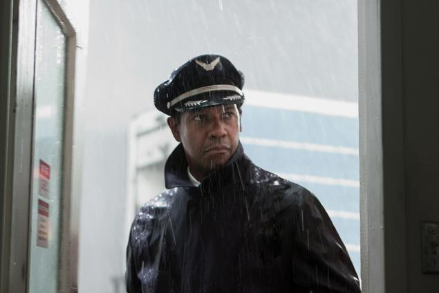 Year's Best:<br />Denzel Washington Takes <em>Flight</em>